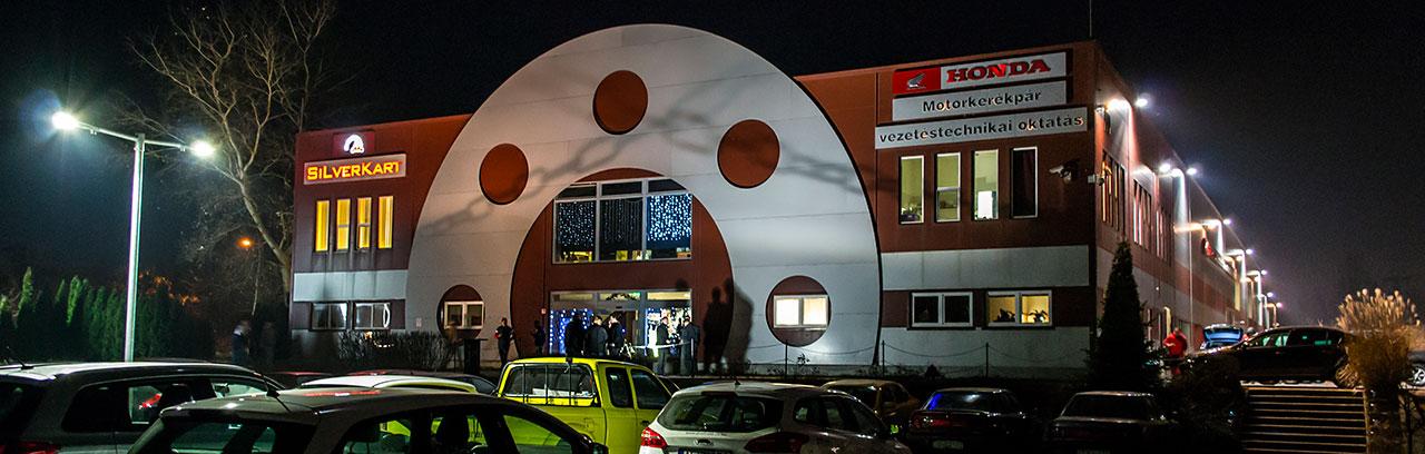 Gokart pálya köré épített szórakoztató komplexum